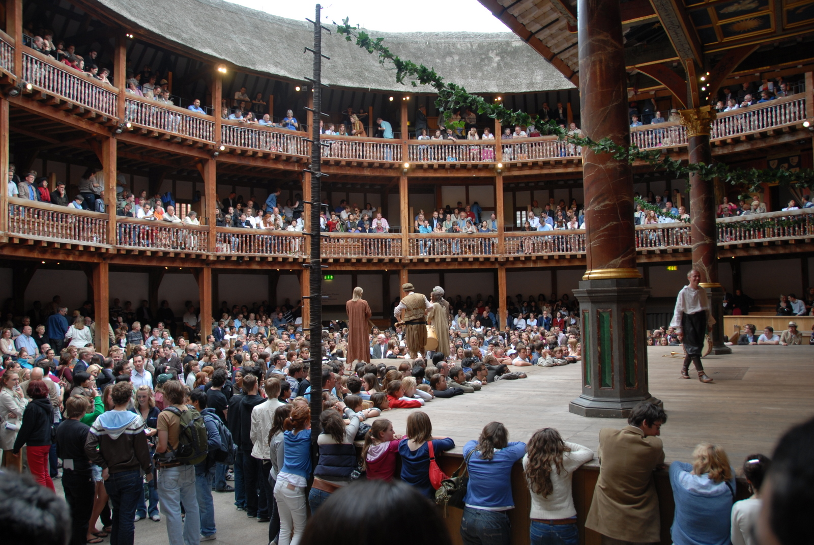 a history of the globe theater in london The globe theater, where most of shakespeare's plays debuted, burned down on this day in 1613 the globe was built by shakespeare's acting company, the lord.